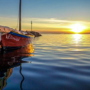 boat-on-water-at-sunrise